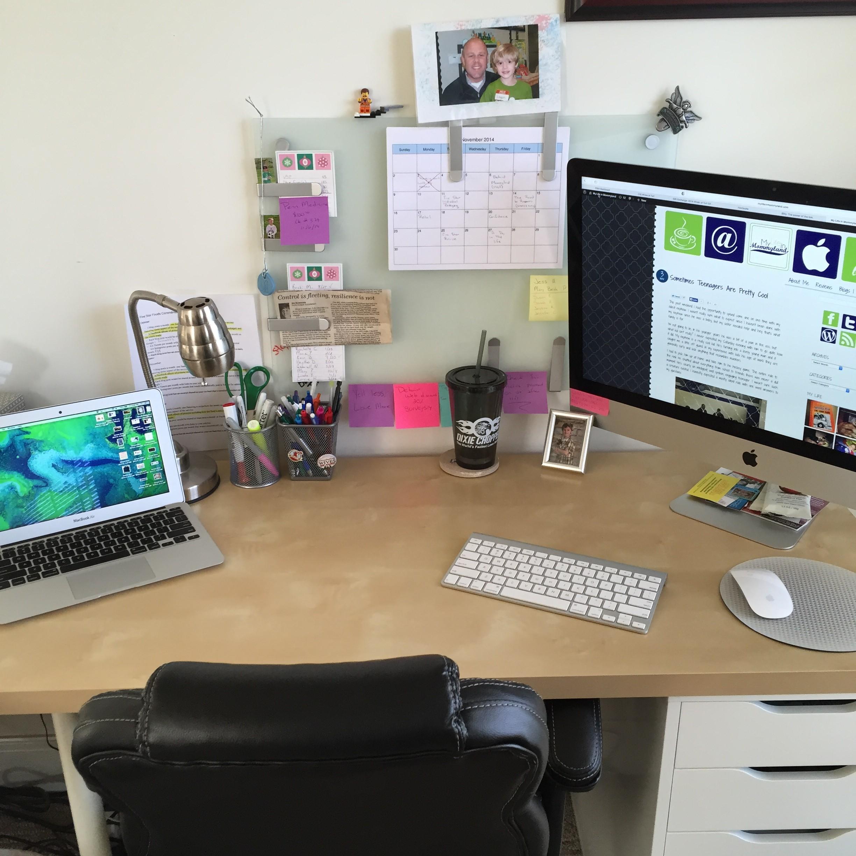 Mommyland desk
